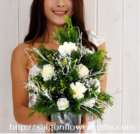 Send Christmas flowers to Saigon